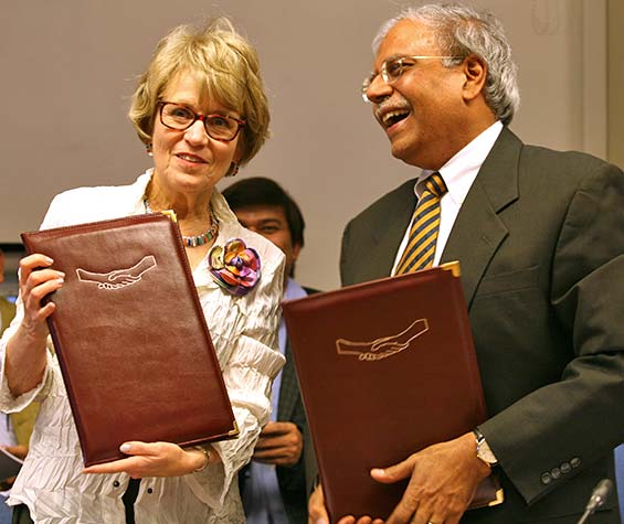 U-M President Mary Sue Coleman holds an agreement signed with Shekhar Shah, director-general of the National Council of Applied Economic Research.