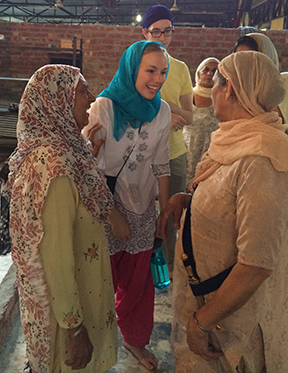 Jessica Eller talking and making new friends at the Golden Temple. Image by Teresa Singh.