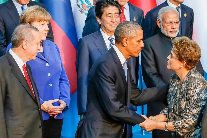 Dilma_Rouseff_greets_Barack_Obama_at_the_2015_G-20_Antalya_summit