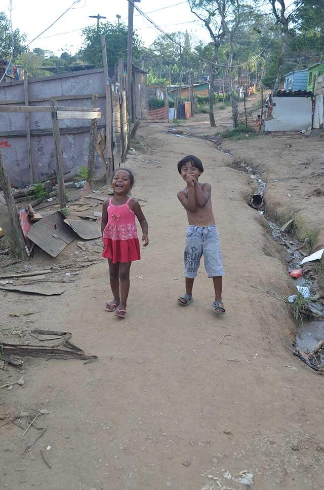 "Children in the street. Credit: ""Ocupação Anchieta Avança!"" team"
