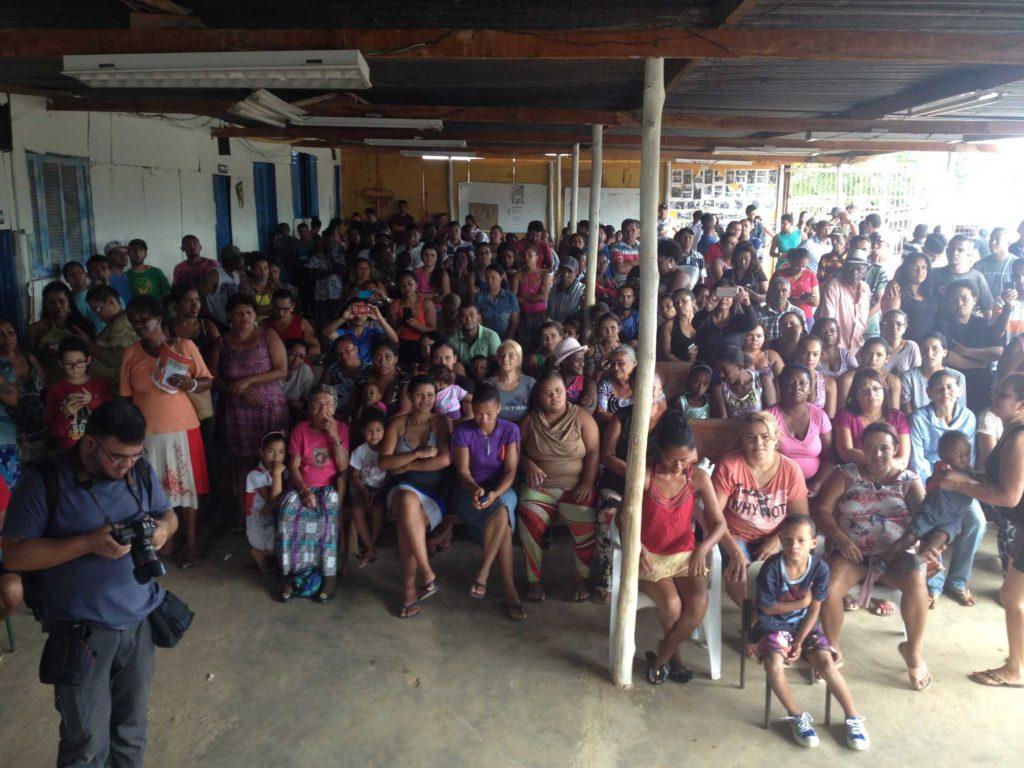 "Community meeting. Credit: ""Ocupação Anchieta Avança!"" team"