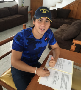 Ricardo Vargas signing his letter of intent to come to U-M