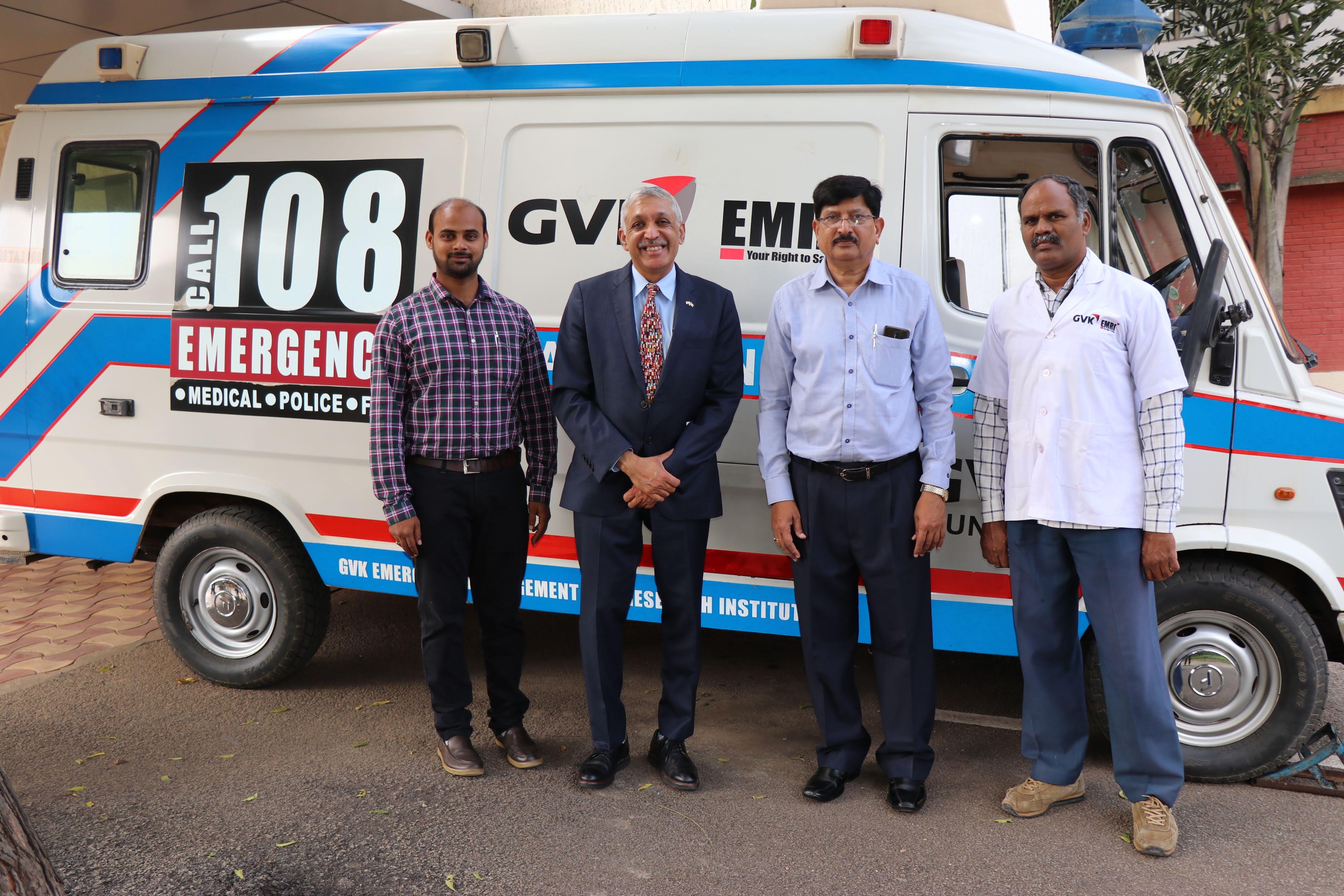 U-M Medical School researcher Krishnan Raghvendran with Ramana Rao, medical director of GVK-EMRI. Image credit: Krishnan Raghvendran